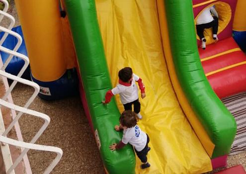 Crianças a brincar no parque